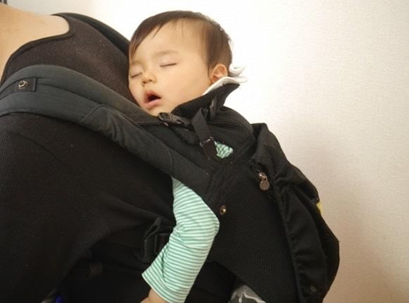 赤ちゃんの昼寝はおんぶで!すぐ寝るし料理や家事もできて体も楽!