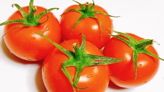 トマトの皮は栄養たっぷり!効果的な食べ方は油との組み合わせ!