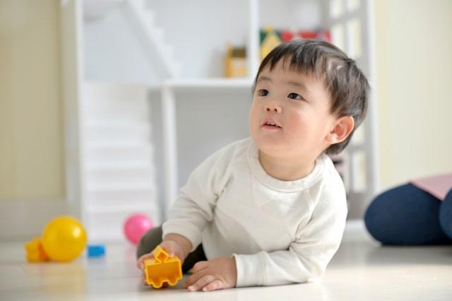 赤ちゃんが動き回る対策は?ゴミ箱あさると大変!部屋の片づけを!